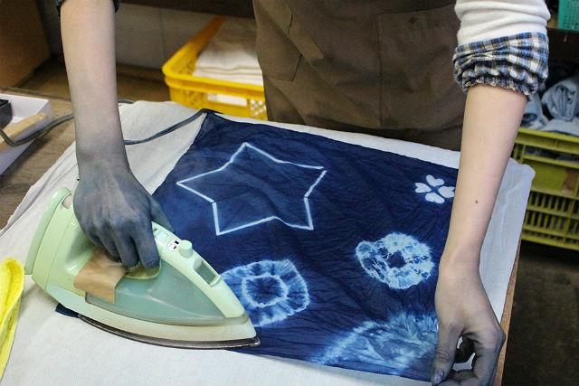 【岩手県盛岡市・藍染体験】天然阿波藍を使用!藍染でオリジナルバンダナを作ろう