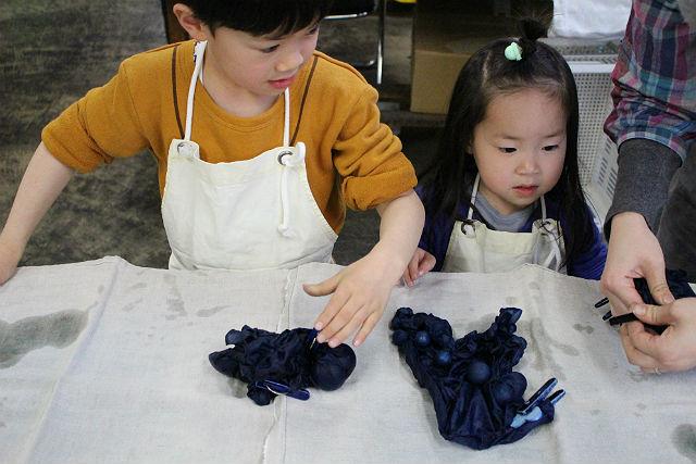 【岩手県盛岡市・藍染体験】好みの模様が付けられる!藍で染め上げる、手ぬぐい作り