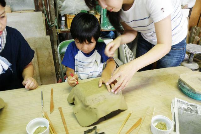 【岐阜県多治見市・陶芸体験】世界にひとつ、自分だけの作品を作ろう!手びねり陶芸体験