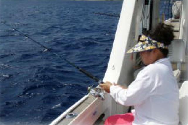 【石垣島・釣り体験】女性やお子様でも簡単に釣れる!近海五目釣りコース!
