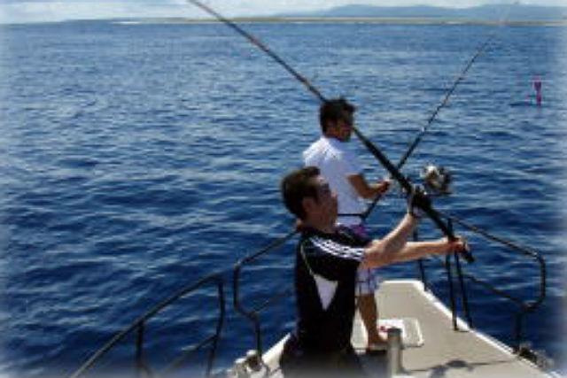 【石垣島・釣り体験】2本のタックルで狙う、近海トローリングコース!