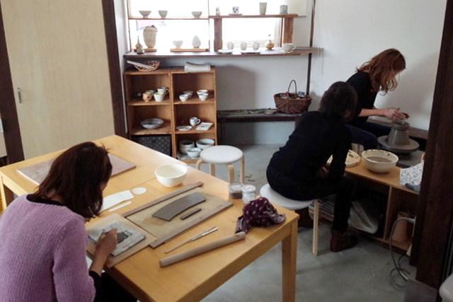 【大分市・陶芸体験】粘土を自由な形にアレンジ!手を使った陶芸体験