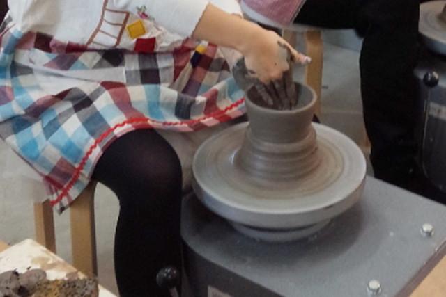 【大分市・陶芸体験】回る粘土で形作ろう!電動ろくろでの陶器作り体験!