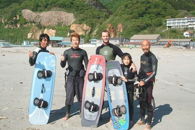 【新潟市西区・カイトボード】風に乗って海上を疾走!カイトボーディングスクール