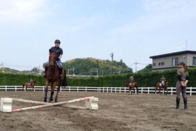 【千葉・乗馬】障害のあるコースに挑戦!楽しく学ぶ馬術・アドバンスト体験乗馬Ⅲ