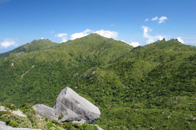 【屋久島・エコツアー】中級者向け!宮之浦岳を登山。海に囲まれた絶景を望む