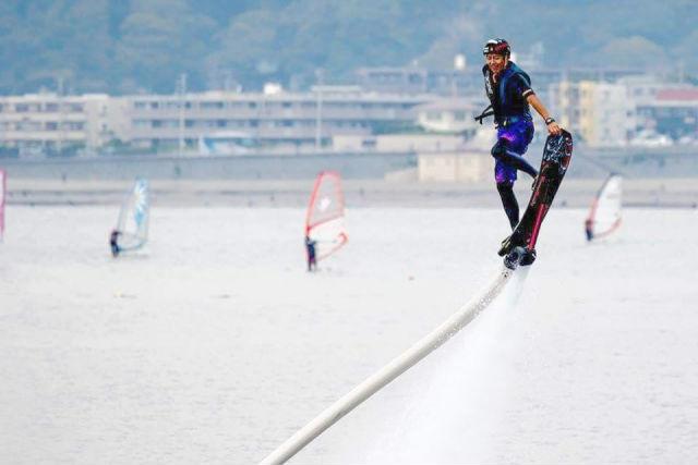 【神奈川・湘南・ホバーボード】初心者大歓迎の空飛ぶサーフィン!気軽に異次元体験しよう