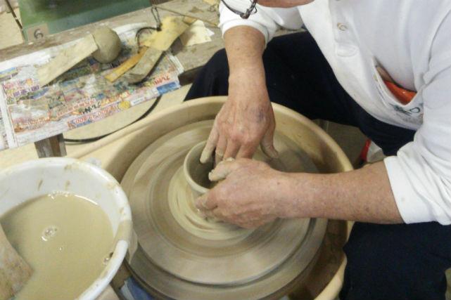 【埼玉・陶芸体験】リーズナブルに楽しめる!電動ろくろで陶芸体験