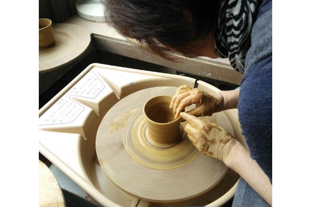 【埼玉・岩槻・陶芸】憧れの電動ろくろを使って陶芸でオリジナル食器を作ろう!