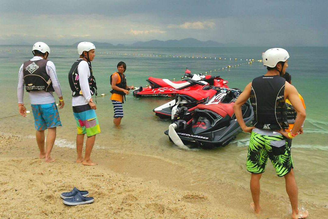 【滋賀・琵琶湖】ベタベタしない!透明度最高の完全淡水!ホバーボード体験
