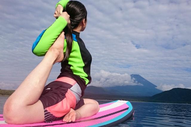 【山梨・本栖湖・SUP】湖上でポージング!自然と一つになれるSUPヨガ