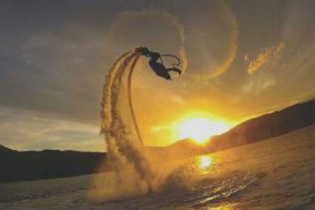 【山中湖・フライボード】初心者の方も簡単!フライボードで空中浮遊!