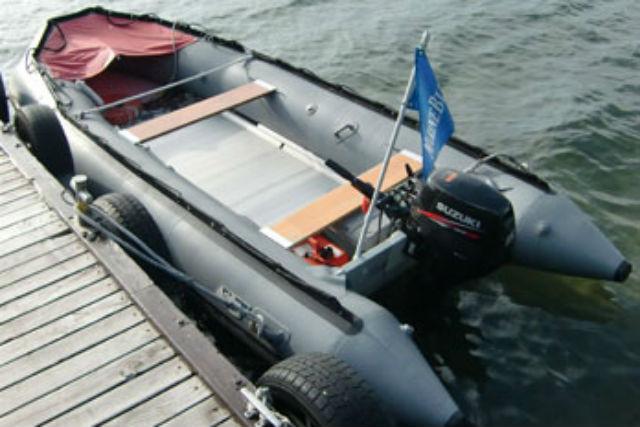 【十和田湖・貸しボート】爽快!湖上を滑るように進む、プレジャーボートクルージング