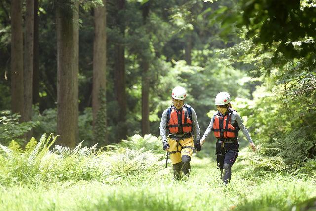 【鳥取県・半日・キャニオニング】諸鹿渓谷で豊かな水と緑に触れる!沢登り半日コース