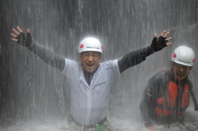【鳥取県・1日・キャニオニング】滝打ち体験ができる!諸鹿渓谷での沢登り1日コース