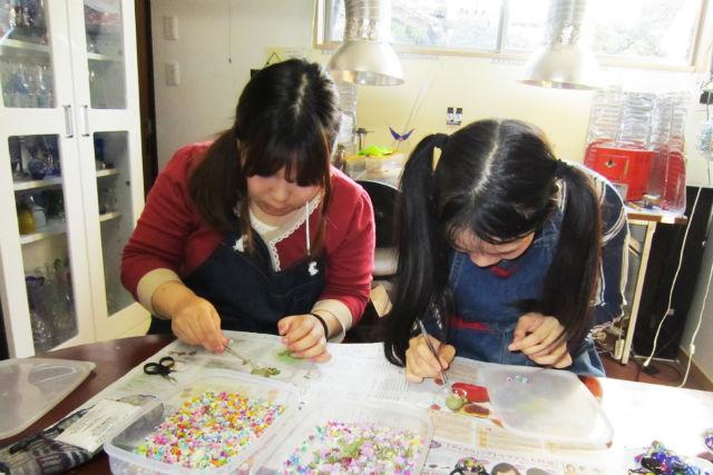 【鳥取・レジン手芸】お花を樹脂で引き立てよう!レジンフラワーアクセサリー作り