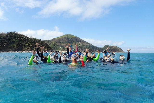 【奄美大島・シュノーケリング・ボート】魚の群れやサンゴを観察。楽園へようこそ!