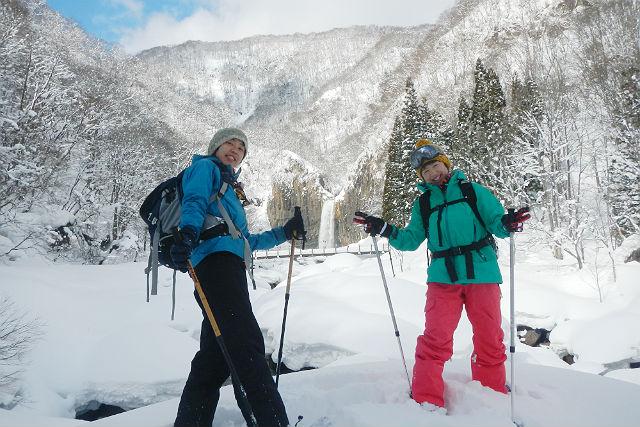 【長野・スノーシュー】真冬も凍らない百名瀑に息を飲む、苗名滝周遊コース