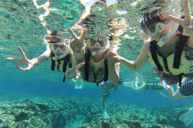 【沖縄県名護/瀬底島・フライボード】1日海遊びを楽しもう!フライボード&パラセーリング&シュノーケル