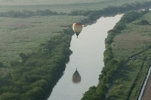【栃木・渡良瀬・熱気球搭乗体験】都会のビル群まで眺められる!60分フリーフライト