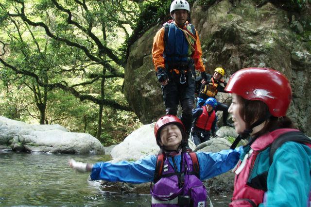 【徳島・シャワークライミング】轟九十九滝で冒険!さまざまな沢登りを楽しみましょう