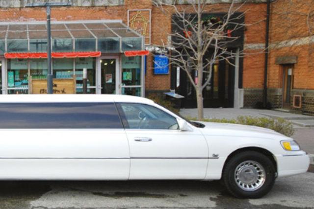 【函館・観光タクシー・90分】シャンパン片手に異国情緒の街並みへ!リムジンクルージング