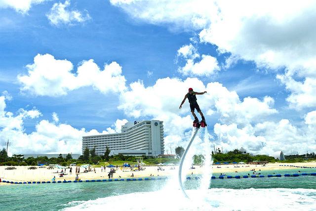 【沖縄・フライボード】フライボードで、エメラルドグリーンの海上を空中散歩!