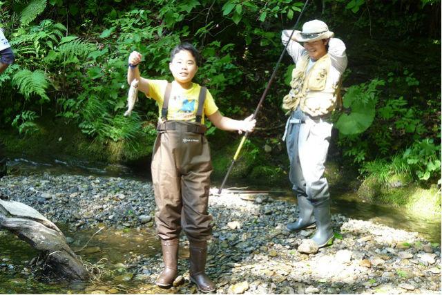 【北海道上川群・釣り体験】お手軽な半日コース!初心者にもオススメの、渓流釣り体験