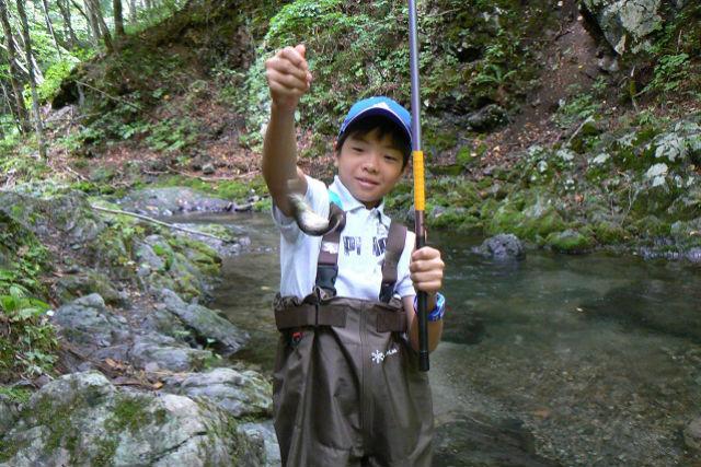 【北海道上川群・釣り体験】澄んだ空気の中で釣りを満喫!早朝釣り体験