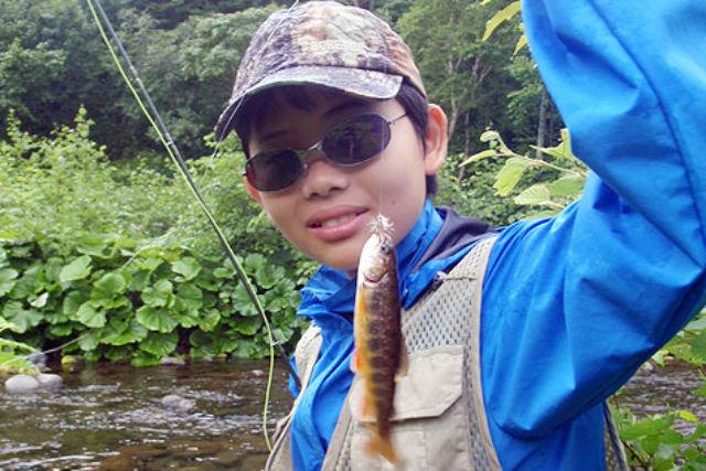 【知床・釣り体験】初心者でも楽しめる!フライフィッシングに挑戦してみよう