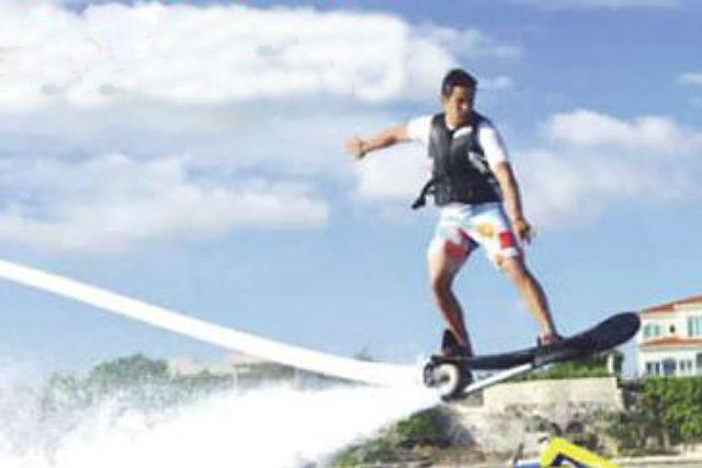 【浜比嘉島内ムルク浜ビーチ】水圧で空飛ぶボード!ホバーボード/HOVERBOARD