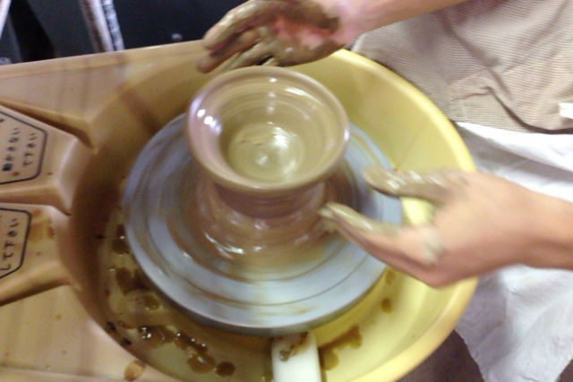 【山形・天童焼若松窯】オリジナルの器を作ろう!電動ろくろ体験