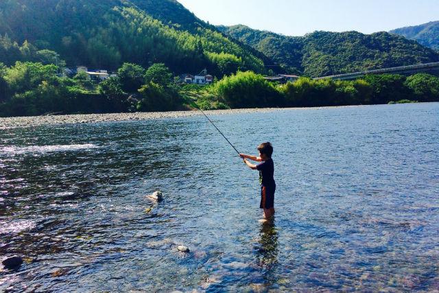 【高知・四万十・自然体験】四万十の川辺で淡水魚を釣ろう!じっくり川釣り体験