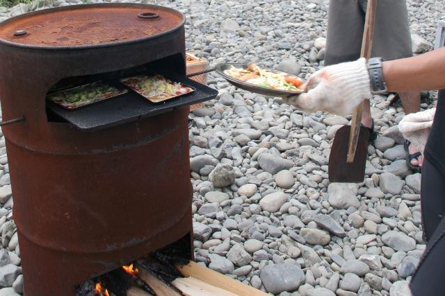 【高知・四万十・自然体験&ピザ作り】オリジナルのドラム缶で自家製ピザ作り