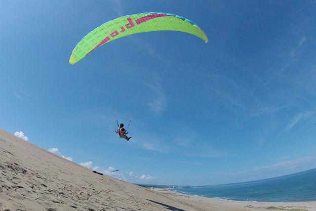 【鳥取砂丘・1日・パラグライダー】30年以上の実績が誇る安心感!砂丘パラグライダー