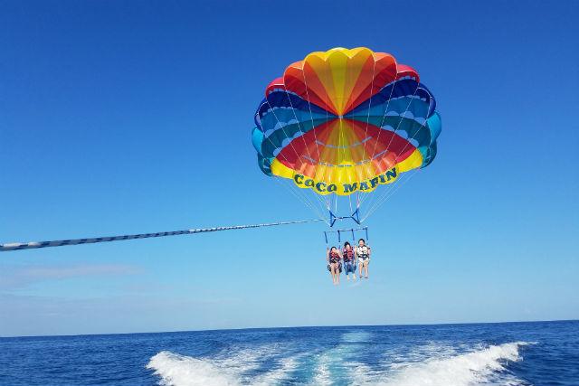 【沖縄・宜野湾市・パラセーリング】高度150メートル!宜野湾上空でのパラセーリングを楽しもう