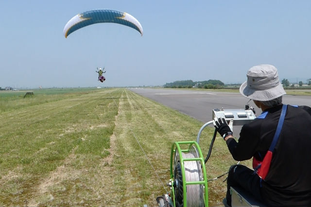 【北海道美唄市・パラグライダー】凧揚げの原理で平地から飛ぶ!1人乗りパラグライダー体験