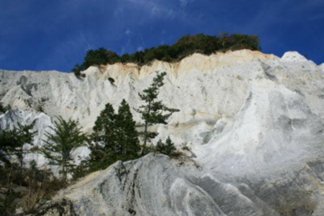 【青森・弘前・トレッキング】優美な青池とダイナミックな白岩!十二湖&日本キャニオンプライベートツアー