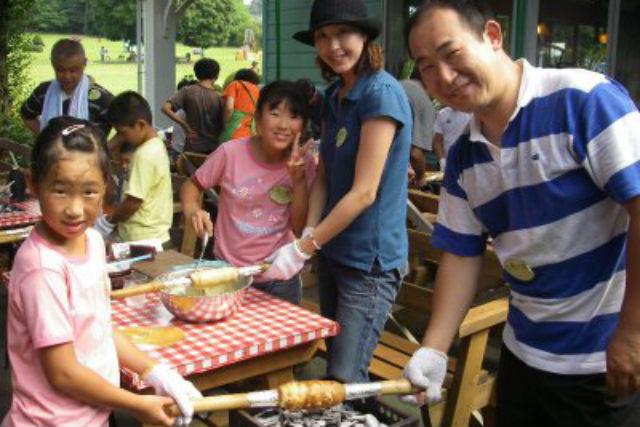 【鳥取県西伯郡・お菓子作り】くるくる回して森の中でバウムクーヘン作り!
