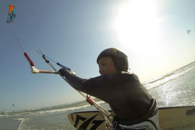 【静岡・カイトサーフィン】風を集めて海を走る!カイトサーフィン1日体験プラン