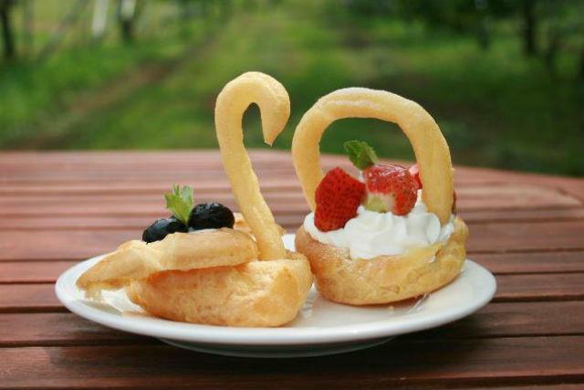 【青森・料理教室】とれたてのフルーツを使用!シュークリーム作り