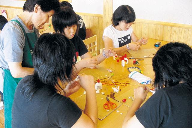 【新潟・南魚沼・人形作り】まゆ玉を使って、まゆ細工体験に挑戦しよう