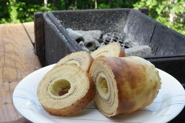 【北海道・ニセコ・料理体験】一層一層こころを込めて焼く炭火焼バウムクーヘン!