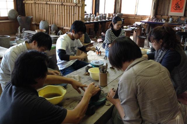 【岡山・玉野市・陶芸体験】自然豊かな工房で、手びねりの陶芸体験