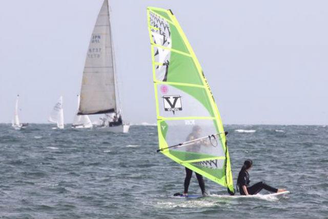 【江ノ島・ウィンドサーフィン】初めての方限定!ウィンドサーフィン半日コースを体験しよう!