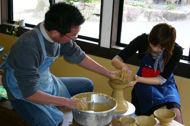 【佐賀県・有田・陶芸体験】ろくろに手びねり。好きな方を選べる陶器作り体験