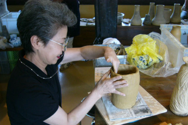 【佐賀県・有田・陶芸体験】電動ろくろと手びねりが選べる!白く美しい磁器作りに挑戦