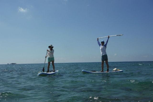 【沖縄・スタンドアップパドル】SUPで体幹力アップ!海中探索・無人島コース