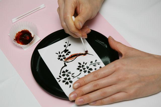 【京都・伝統工芸】大サイズのお盆をデザイン!漆器加飾(箔押し)