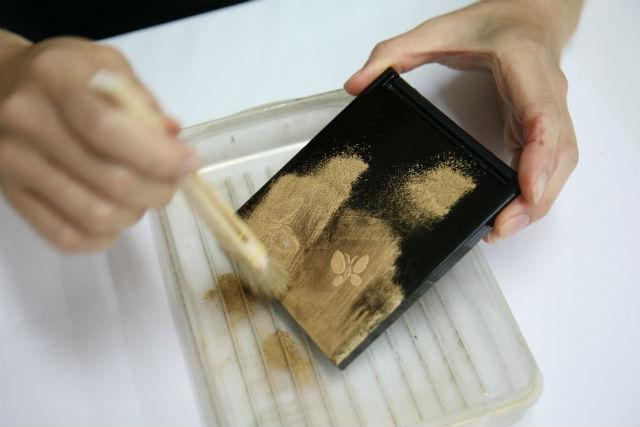【京都・伝統工芸】豪華な装飾にうっとり。螺鈿細工にチャレンジしよう!(丸盆・中サイズ)